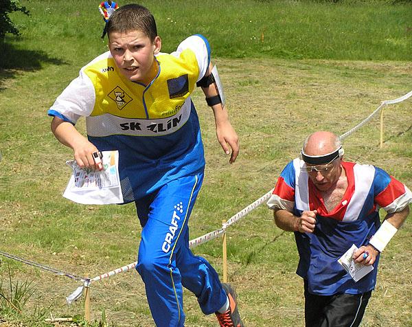Orientační běh je vhodný sport pro všechny generace